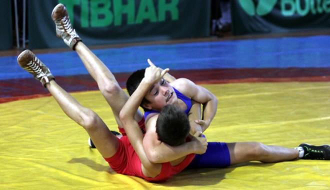 Foto: Salbă de medalii pentru micii luptători constănţeni