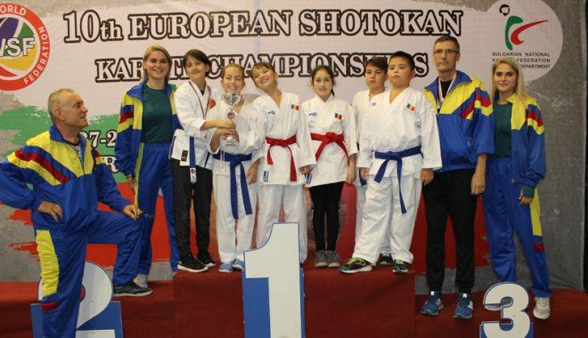 Foto: Salbă de medalii pentru CS Farul şi CS Tomis, la Europenele de karate WSF