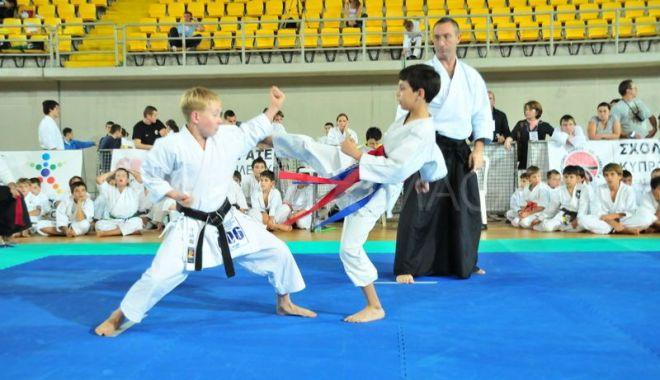 Foto: Salbă de medalii pentru sportivii de la CS Karate Tradițional Eforie