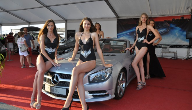 Foto: GALERIE FOTO. Bombe SEXY călare pe cai putere de milioane de euro la Salonul Auto Maritimo 2013!