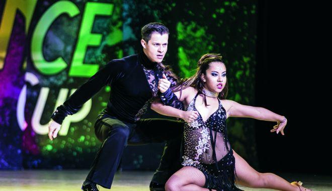 Foto: V-aţi pregătit pantofii de dans? Haideţi la salsa!