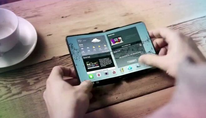 Foto: Samsung a prezentat în premieră telefonul pliabil