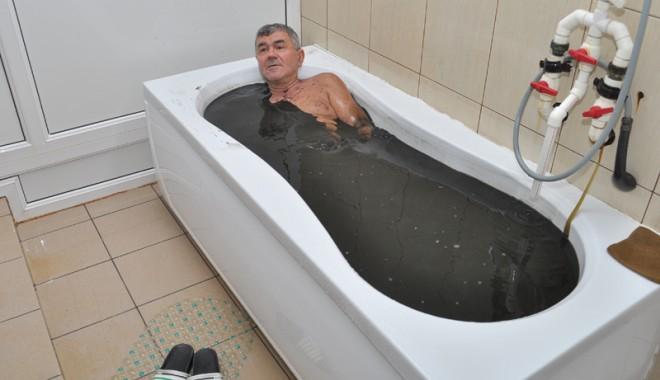 Mii de turiști se tratează săptămânal cu nămol de Techirghiol - sanatoriultechirghiol56-1344874078.jpg