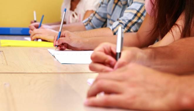 Foto: Scandal la Bacalaureat! Profesori care i-au ajutat pe elevi să copieze la matematică
