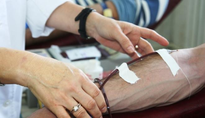 Foto: Nu mai există sânge pentru bolnavi. Constănţenii sunt rugaţi să doneze