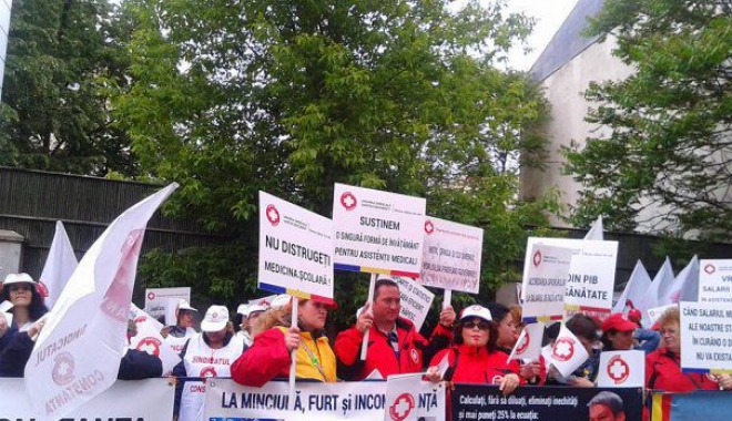 Foto: Protest la Ministerul Sănătăţii. Sindicaliştii au reluat pichetările