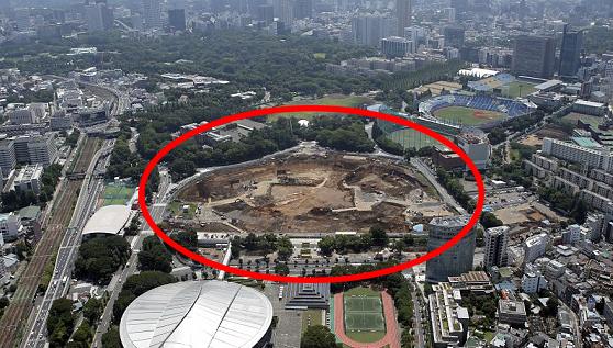 Foto: Stadionul pentru JO 2020, construit cu preţul vieţii! Un muncitor surmenat de muncă s-a sinucis