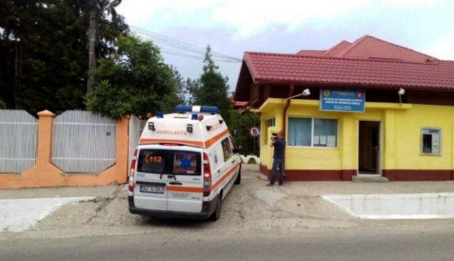 Foto: Agresorul de la Spitalul din Săpoca nu a putut fi audiat, pentru că a intrat din nou în sevraj