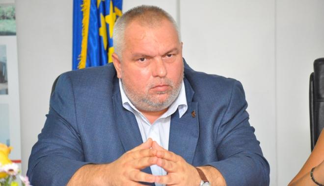 Foto: Probleme de sănătate pentru Nicuşor Constantinescu?