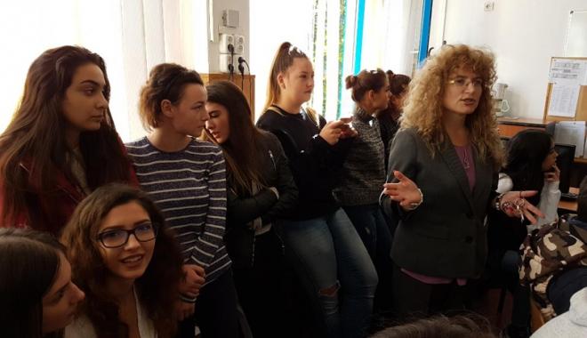 """Foto: Elevii  de la """"Madgearu"""", dornici să înceapă o carieră de succes"""