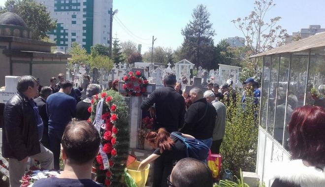 Imagini sfâşietoare! Durere fără margini la înmormântarea lui Dumitru Antonescu - sapte-1461842205.jpg