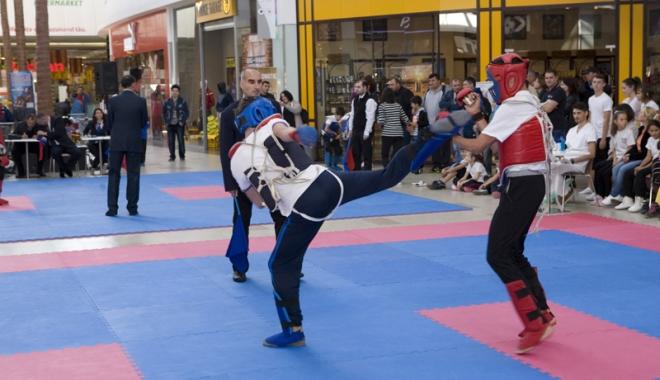 Foto: Şapte cluburi din judeţ, prezente la Campionatul Naţional de Kung-Fu