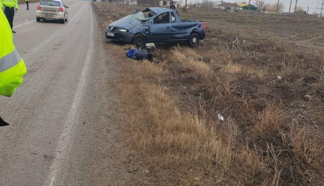 Foto: S-a răsturnat cu maşina, dar a scăpat uşor