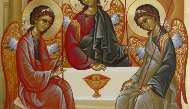 Foto: Ortodocșii sărbătoresc Sfânta Treime