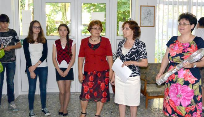 """Foto: Sărbătoarea ultimului clopoţel la Şcoala """"Dimitrie Cantemir"""""""
