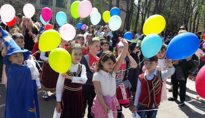 """Foto: Sărbătoare la Școala """"Gheorghe Țițeica"""""""