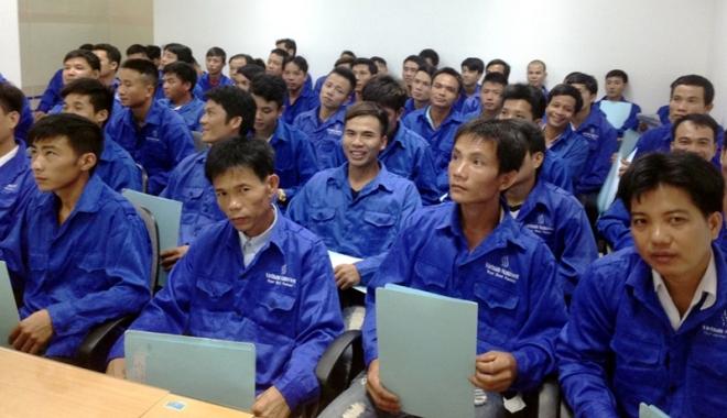 Foto: Sărmana, Românie! Exportă lucrători, importă asiatici şi îi plăteşte mai bine decât pe fiii săi