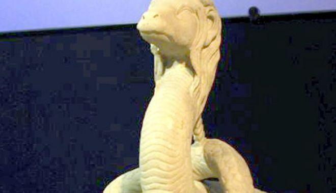 Foto: Șarpele Glykon, reprezentat, de săptămâna aceasta, și în format 3D