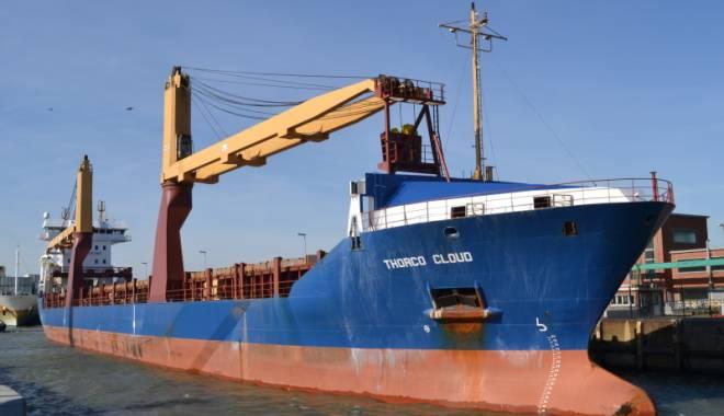 Foto: Şase marinari dispăruţi şi o navă scufundată, în urma unei coliziuni
