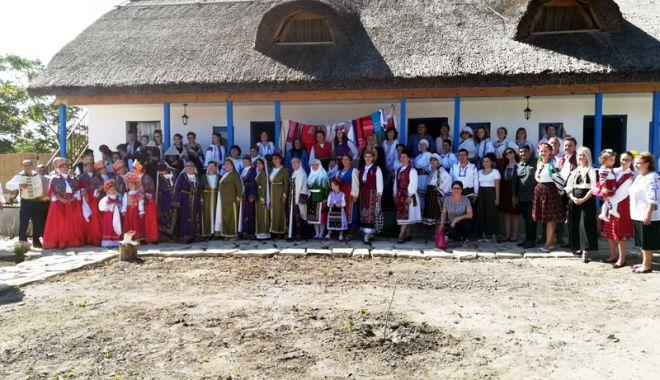 Foto: Meşteri populari de nota 10. Satul dobrogean în gospodăria tradiţională
