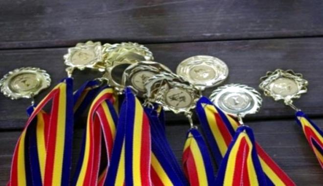 Foto: Minune! S-au mărit bursele pentru elevii olimpici