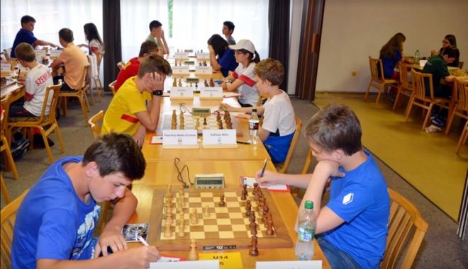 Foto: Primele mutări la Campionatul European de şah pentru juniori