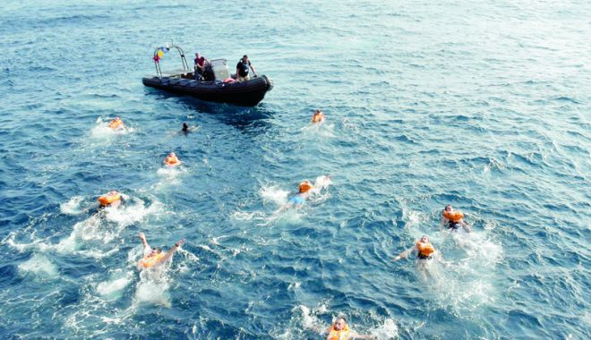Foto: Scafandrii şi hidrografii militari, protagoniştii Zilei Resurselor Mării