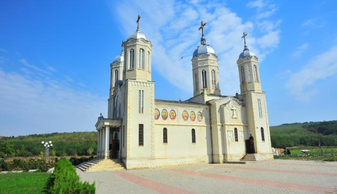 """Foto: Scandal în Biserica constănţeană! """"Preotul Calinic a murit din cauza băuturii"""". IPS Teodosie cunoştea situaţia"""