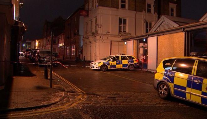 Foto: GALERIE FOTO. Scandal în apropiere de Londra! A rănit 13 tineri, după ce a intrat cu maşina în club