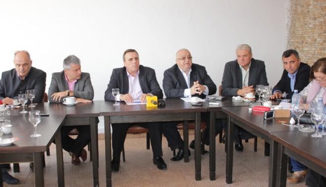 Foto: Scapă Cristian Radu Mangalia din mână? Iorguş a trecut la PSD cu toţi consilierii PDL