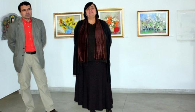 """Foto: """"Scara cu flori"""", un mărţişor pentru iubitoarele de artă"""