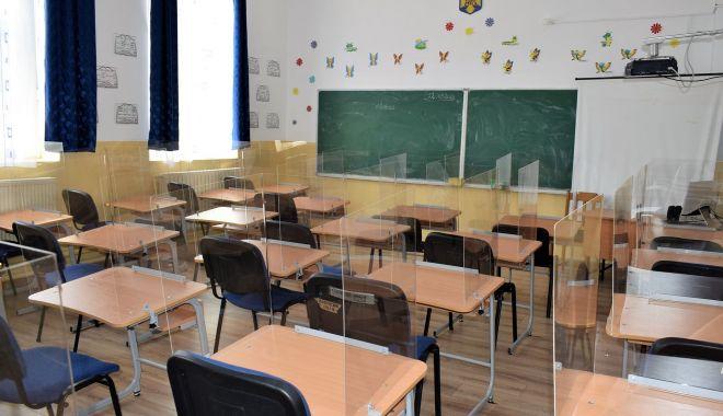 """Foto: Scenariu verde, pentru cursuri faţă în faţă, la Liceul Tehnologic """"Nicolae Dumitrescu"""" din Cumpăna"""