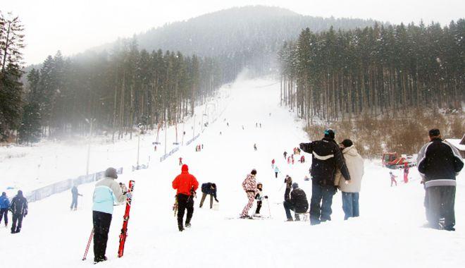 Foto: Unde mergem în vacanţă? Zonă montană cu peste 20 de pârtii de schi funcţionale