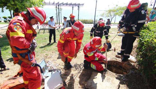 Foto: Schimb de experien�� �ntre pompierii francezi �i cei rom�ni