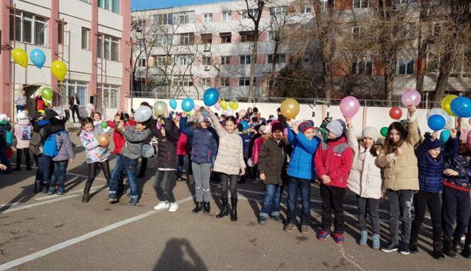 Foto: Ziua Internațională a Nonviolenței în Școli, marcată de elevii de la Școala nr. 24