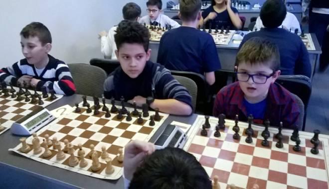 """Foto: O tradiţie continuată la Şcoala """"Mihai Viteazul"""""""