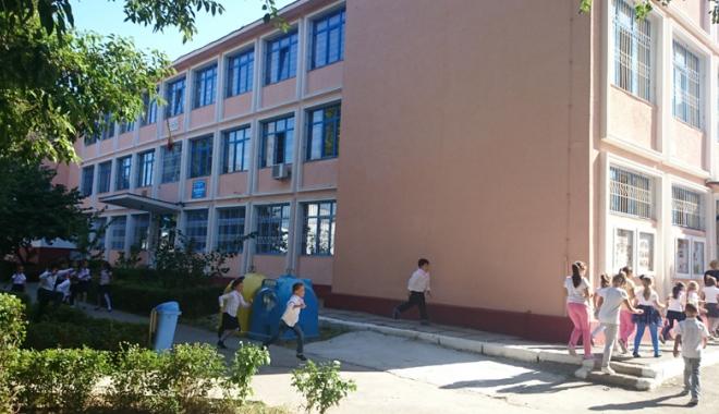 """Foto: Examen recunoscut internaţional,  la Şcoala """"Ţiţeica"""""""