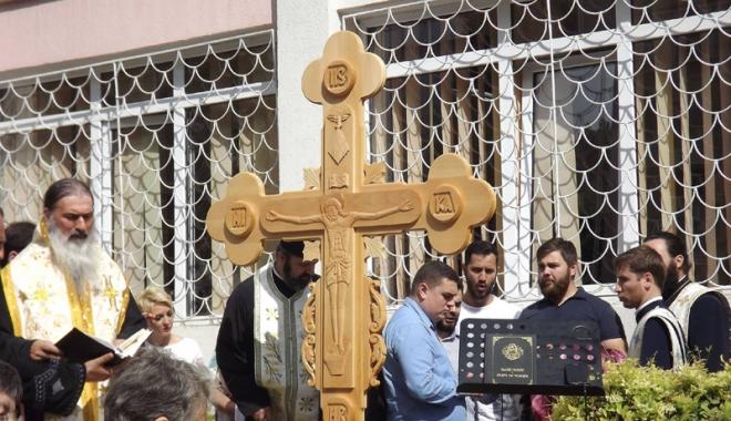 Cruce  în memoria dascălilor decedați,  la Școala nr. 39 - scoala39-1474206439.jpg