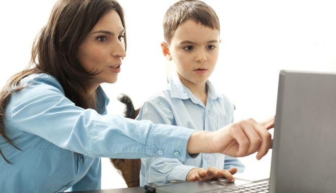 Școala de acasă. Ce spun profesorii constănțeni despre predarea online - scoaladeacasasursaextraupdate-1584634586.jpg