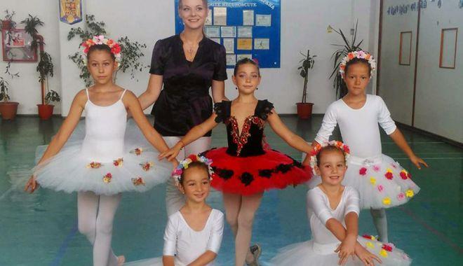 """Foto: Final de stagiune la Şcoala de Balet """"Nicolae Spirescu"""" din Cumpăna"""