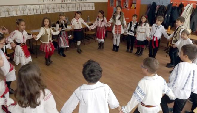 """Foto: Octombrie special pentru Şcoala """"Dimitrie Cantemir"""""""