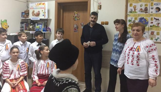 """Foto: Elevii Şcolii """"Gheorghe Ţiţeica""""  au celebrat  Mica Unire"""