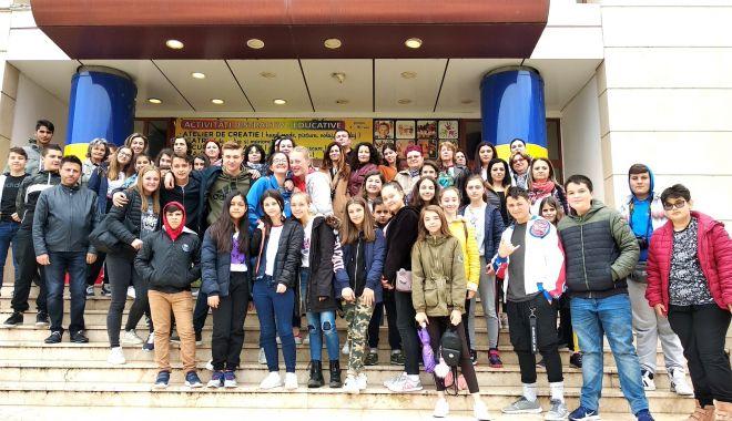 """Foto: Şcoala """"Grigore Moisil"""", gazdă pentru profesori şi elevi din Italia, Belgia şi Macedonia"""