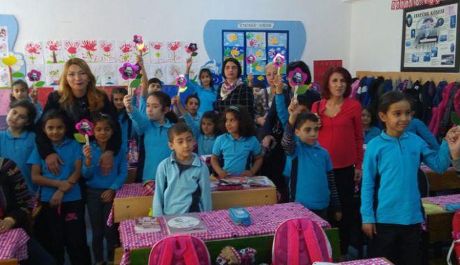 """Foto: Şcoala """"Ion Minulescu"""" pune accent pe educaţia multiculturală"""