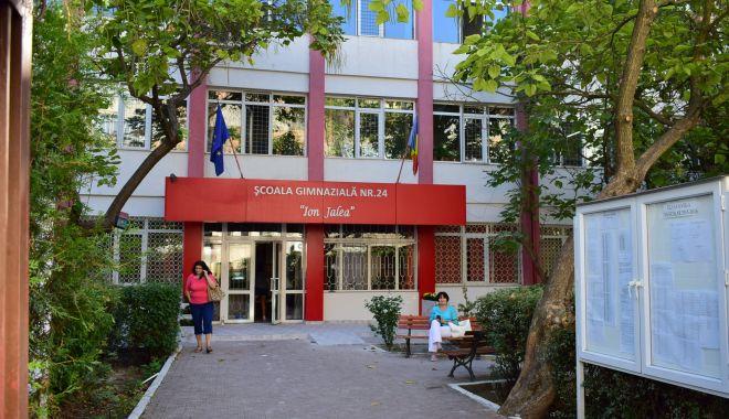 """Foto: Școala 24 și Liceul """"Ovidius"""", reabilitate de administrația locală"""