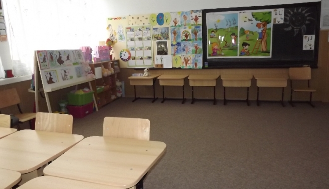 Foto: ŞCOALĂ INCENDIATĂ! Cursurile de la Şcoala nr. 38 din Constanţa, suspendate mâine
