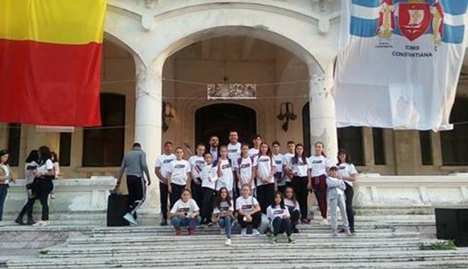 Foto: Elevii de la Peştera, ambasadorii sportului românesc
