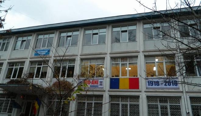 Foto: Şcoală din centrul Constanţei, fără căldură în miezul iernii. Elevii şi profesorii tremură de frig în clase
