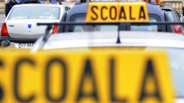Foto: Elev la şcoala de şoferi, prins cu 122 de kilometri pe oră în localitate