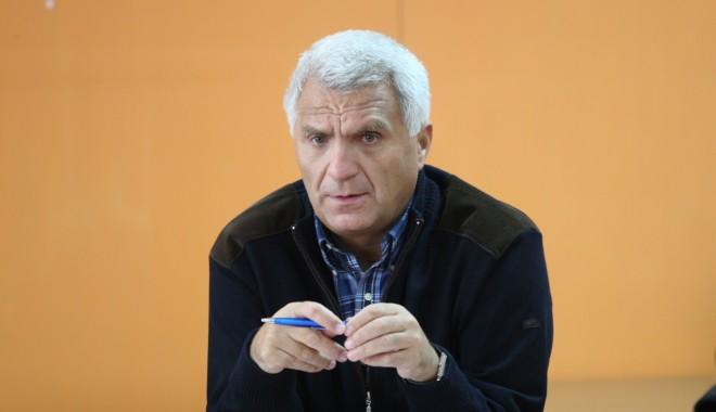 Foto: Şeful Serviciului Înmatriculări Auto, Romeo Tecău, a ieşit la pensie